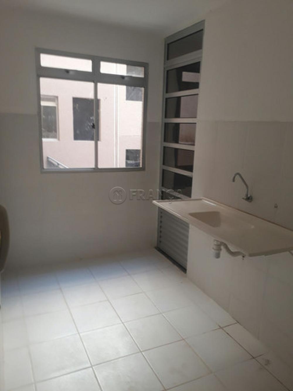 Comprar Apartamento / Padrão em São José dos Campos R$ 220.000,00 - Foto 2