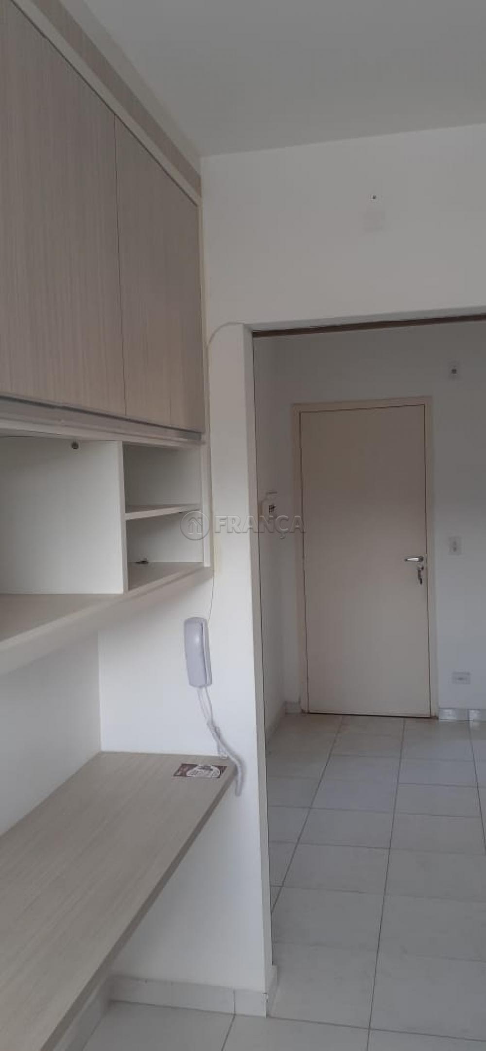 Comprar Apartamento / Padrão em Jacareí R$ 140.000,00 - Foto 3