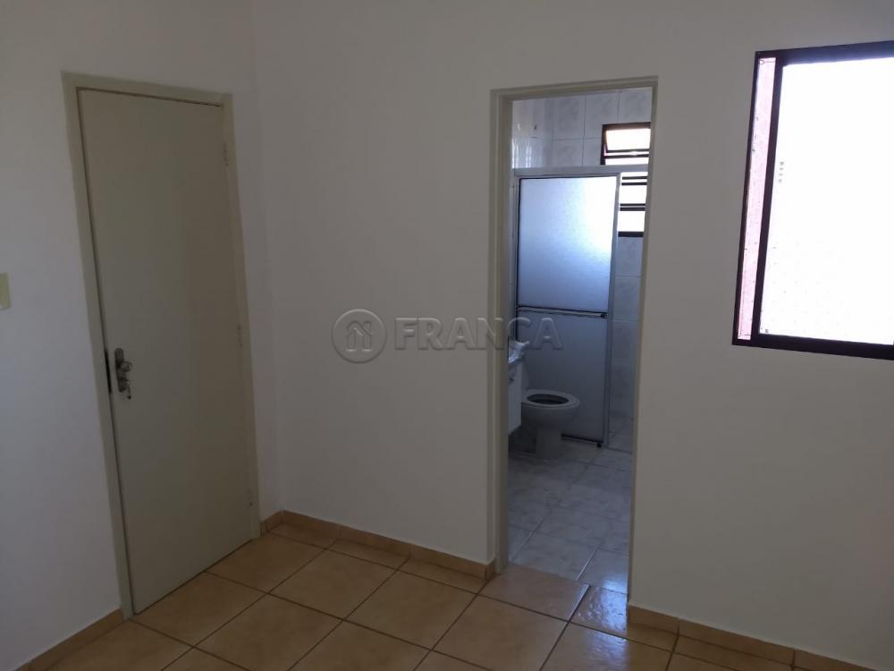 Alugar Apartamento / Padrão em Jacareí R$ 900,00 - Foto 8