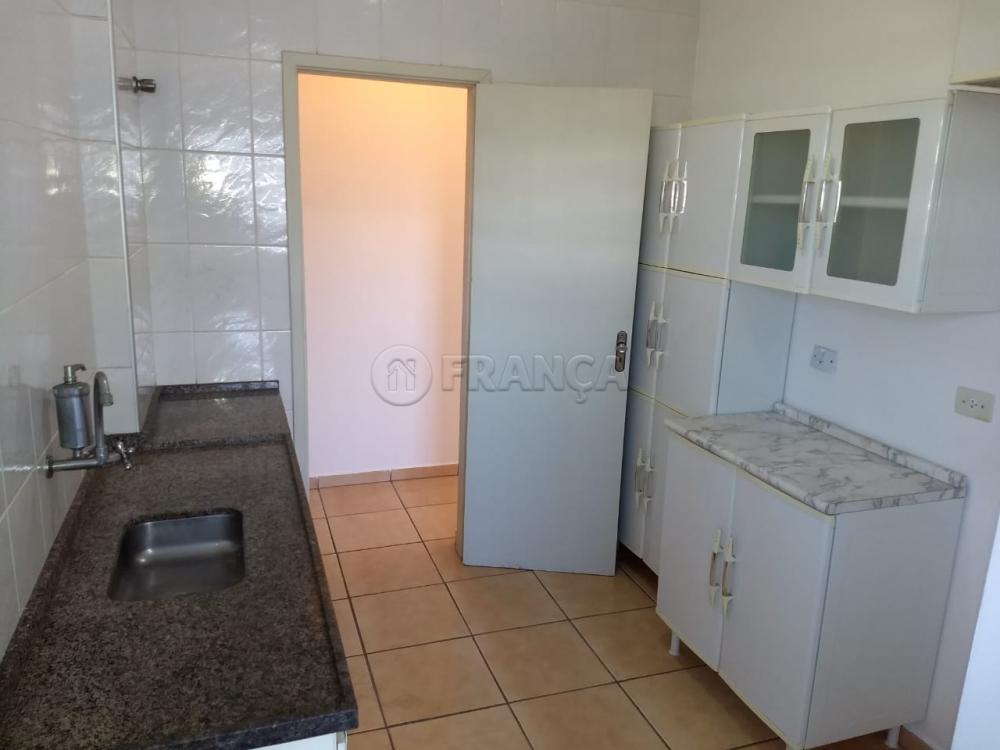 Alugar Apartamento / Padrão em Jacareí R$ 900,00 - Foto 1
