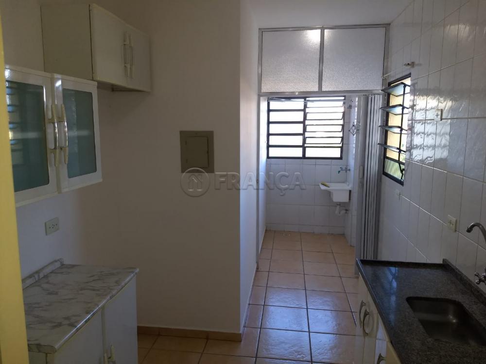 Alugar Apartamento / Padrão em Jacareí R$ 900,00 - Foto 2