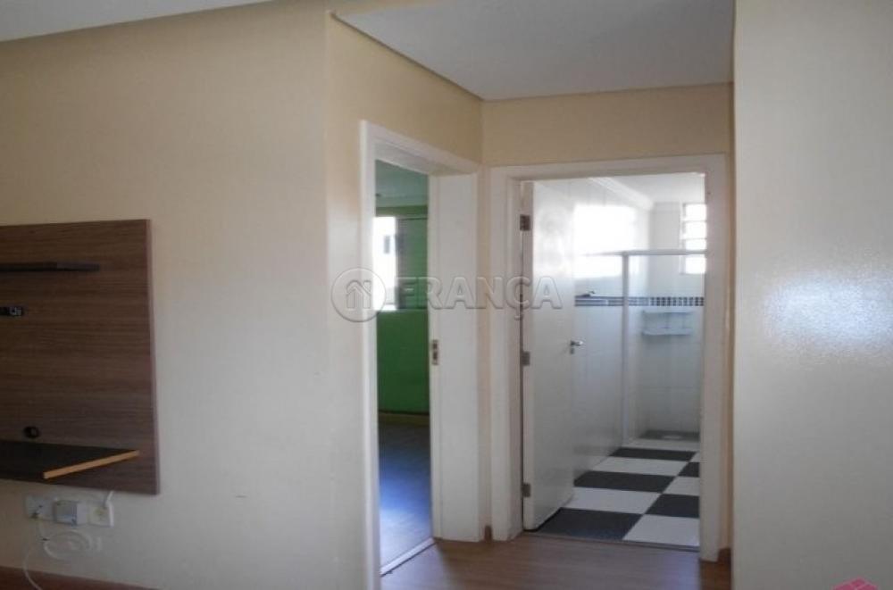 Comprar Apartamento / Padrão em Jacareí R$ 159.000,00 - Foto 2