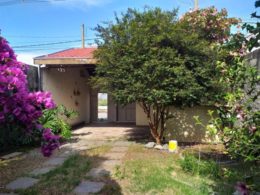Comprar Casa / Padrão em Jacareí R$ 195.000,00 - Foto 1