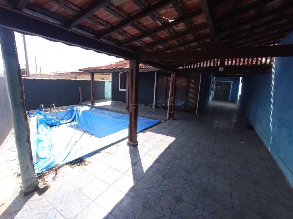 Alugar Casa / Padrão em Jacareí R$ 1.200,00 - Foto 3