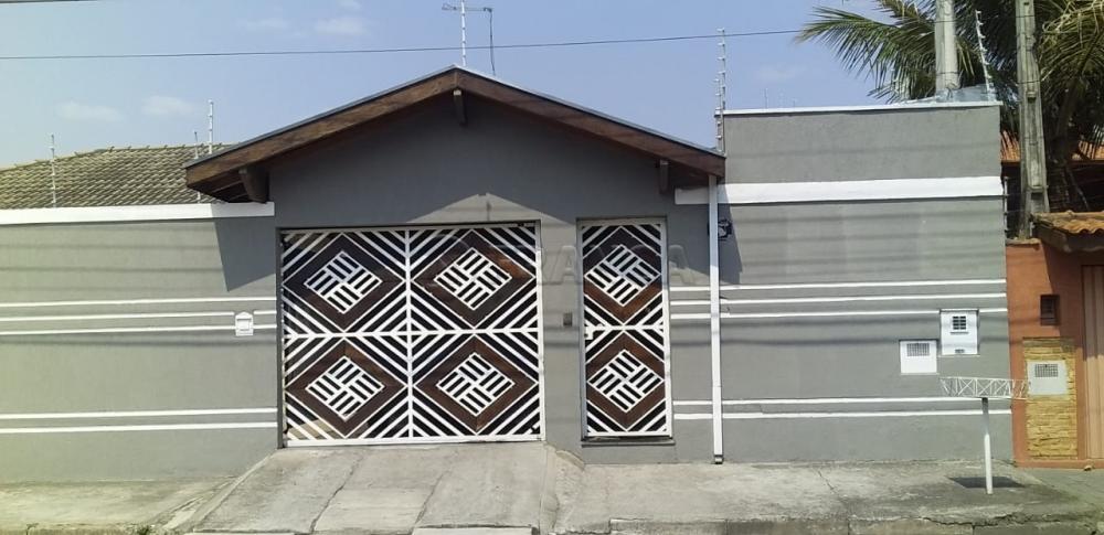 Alugar Casa / Padrão em Jacareí R$ 2.800,00 - Foto 1