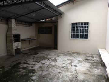 Alugar Casa / Padrão em Jacareí R$ 800,00 - Foto 1