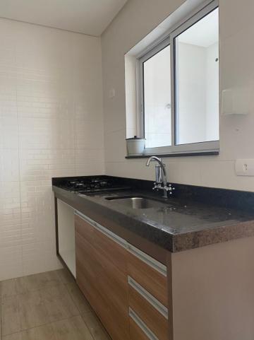 Alugar Apartamento / Padrão em Jacareí R$ 1.300,00 - Foto 8